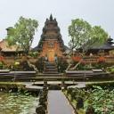 In questa lezione imparerete informazioni generali su Bali. L'isola indonesiana è la destinazione perfetta per le vacanze. Spiagge da sogno e templi storici vi aspettano