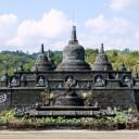 На этом уроке вы узнаете общую информацию о Бали. Индонезийский остров является идеальным местом для отдыха. Пляжи мечты и исторические храмы ждут вас.