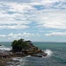 Lerne in 3 kurzen Lektionen die Geheimnisse des wunderschönen Tanah Lot Tempels kennen