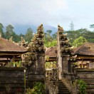 Лерн о храме Пура Бесаких Матери на Бали, Индия.