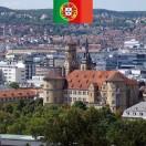 Nesta nova lição você vai aprender tudo sobre a história da Stiftskirche em Stuttgart. Ele está localizado no coração da cidade e ao lado do Palácio Velho em Schillerplatz. Na época do Natal você vai encontrar o mercado de Natal aqui.