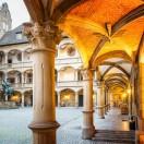 Le vieux palais de Stuttgart. Le Musée d'Etat du Württemberg au cœur de la ville. Découvrez son histoire vieille de plus de 1000 ans en 9 leçons.