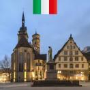 In questa nuova lezione imparerete tutto sulla storia della Stiftskirche di Stoccarda. Si trova nel cuore della città e proprio accanto al Palazzo Vecchio in Schillerplatz. Nel periodo natalizio troverete qui il mercatino di Natale.